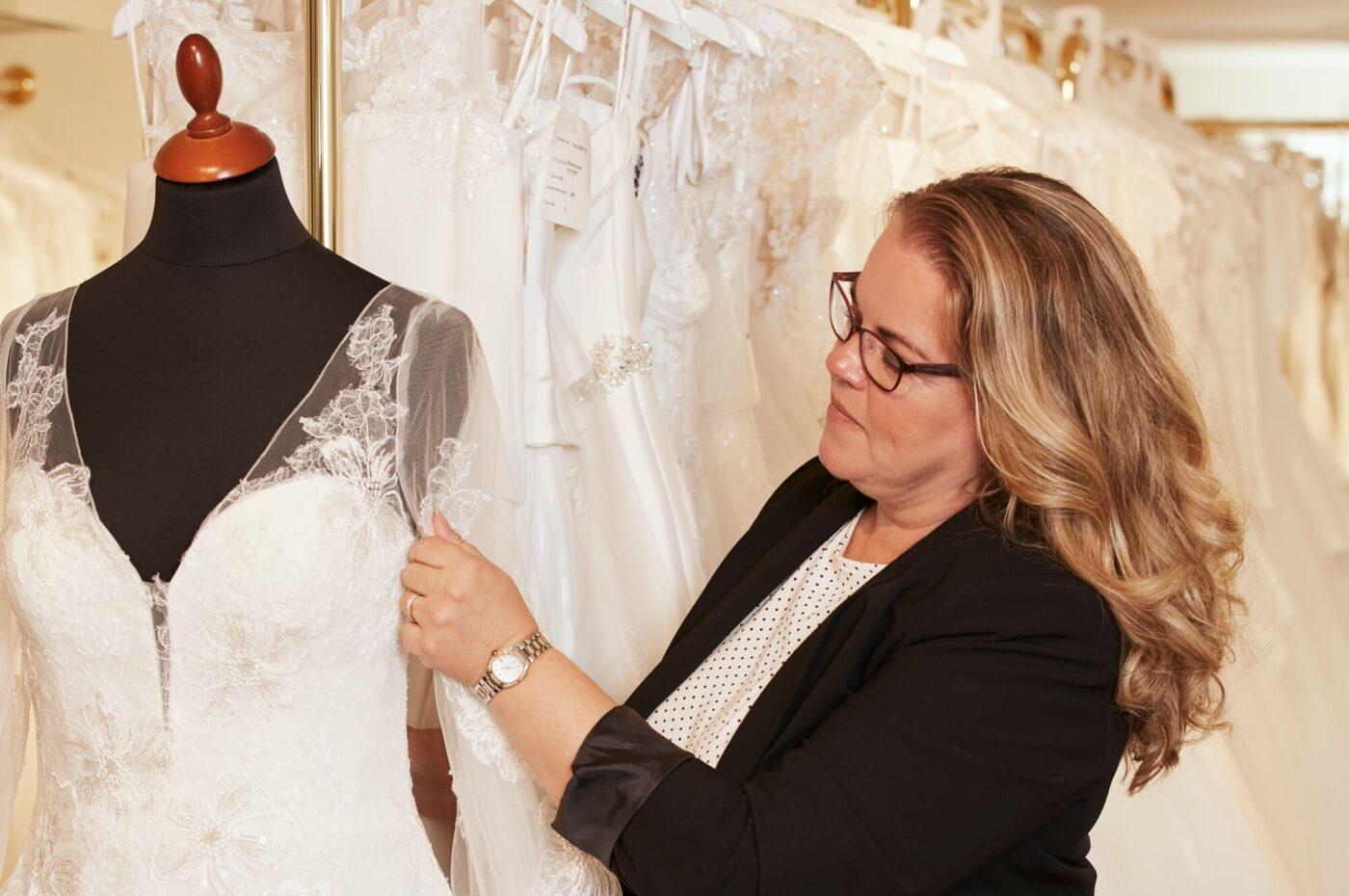 Signe Marie Jeppesen hos Kennedys brudekjoler